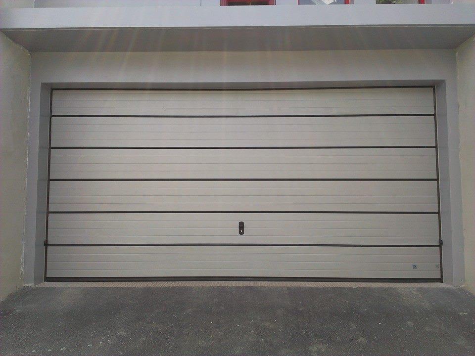 สิ่งที่เจ้าของบ้านต้องรู้เกี่ยวกับการซื้อประตูโรงรถ